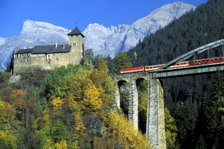 Austrian Castle and Train sfondi gratuiti per cellulari Android, iPhone, iPad e desktop