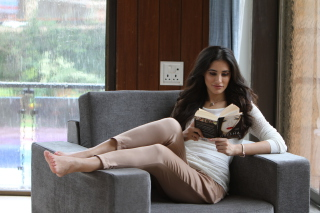 Nargis Fakhri Bollywood Actress Background for LG Optimus U