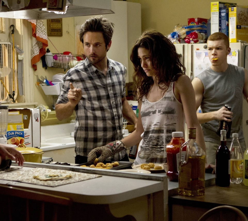 Shameless Kitchen with Fiona wallpaper 960x854