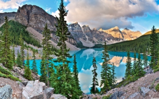 Free Moraine Lake Picture for Android, iPhone and iPad