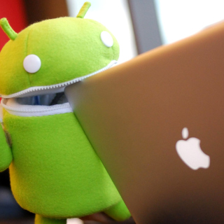 Android Robot and Apple MacBook Air Laptop sfondi gratuiti per iPad mini