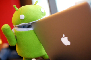Android Robot and Apple MacBook Air Laptop papel de parede para celular