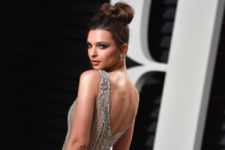 Emily Ratajkowski Wallpaper for Android 480x800