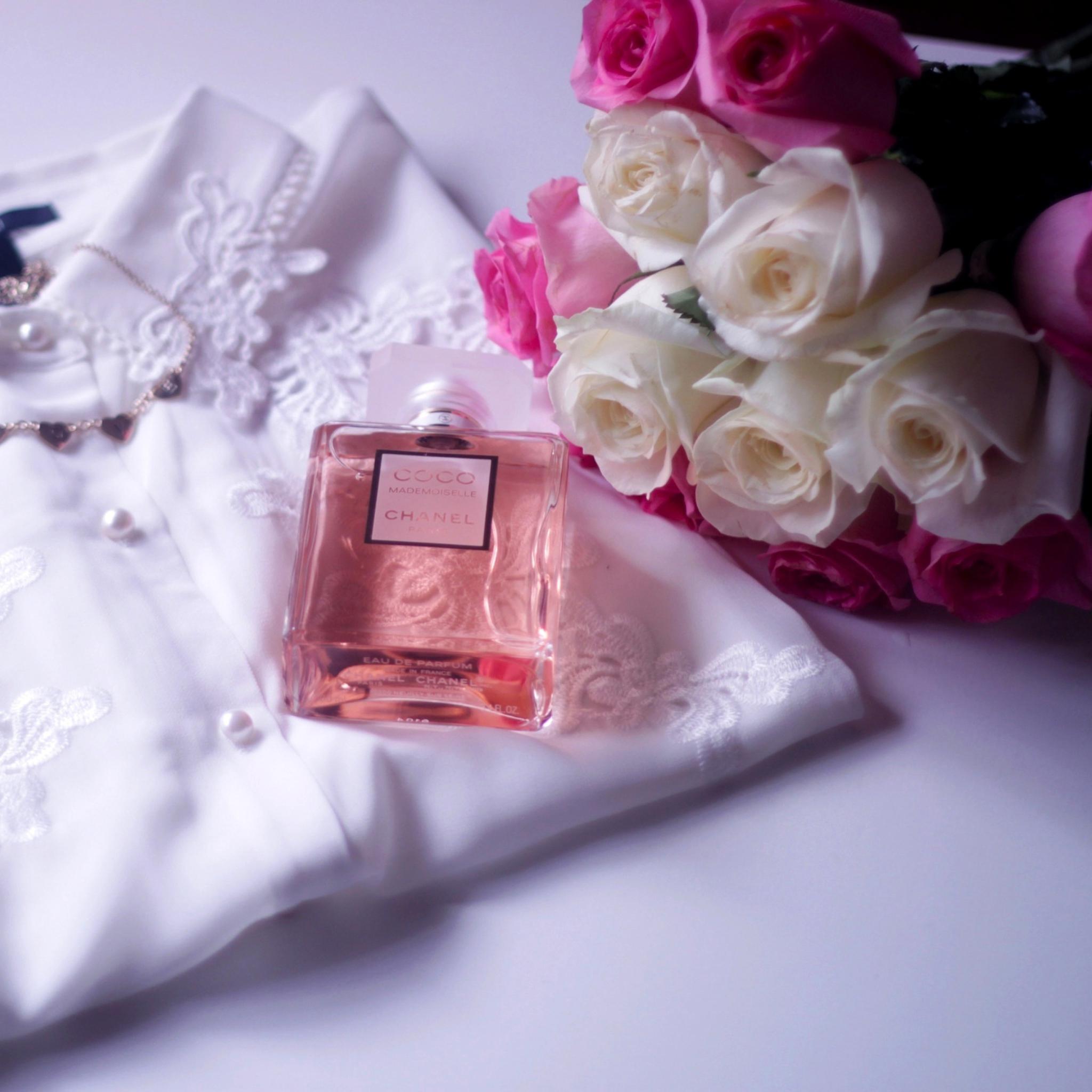Картинки с парфюмерией в одном цвете