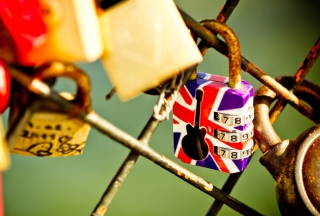 British Lock Background for 1024x600