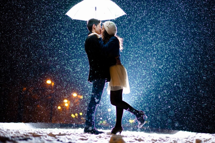 Kissing under snow wallpaper