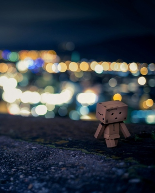 Danbo Walking At City Lights - Obrázkek zdarma pro Nokia C-5 5MP