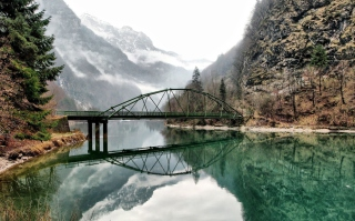 Bridge Over Mountain River - Fondos de pantalla gratis