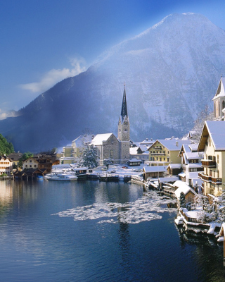 Hallstatt in Austria Picture for 240x320