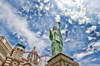 Statue of Liberty in Vegas Background for Sony Xperia M