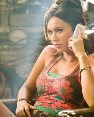 Megan Fox sfondi gratuiti per iPhone 4S