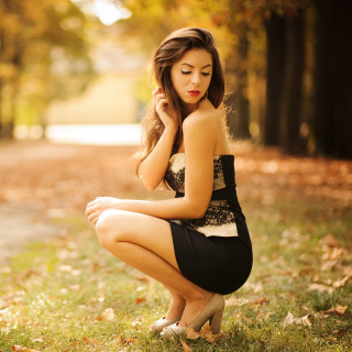 Sweet Model in Black Dress Picture for 1024x1024