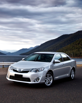 Free Toyota Camry Hybrid Picture for 128x160