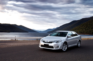 Free Toyota Camry Hybrid Picture for HTC Desire