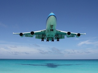 Screenshot №1 pro téma Boeing 747 in St Maarten Extreme Airport 320x240