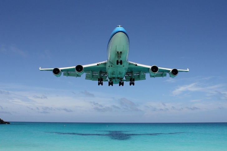 Boeing 747 in St Maarten Extreme Airport wallpaper