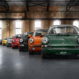 Free Porsche 911 Vintage Cars in Museum Picture for iPad