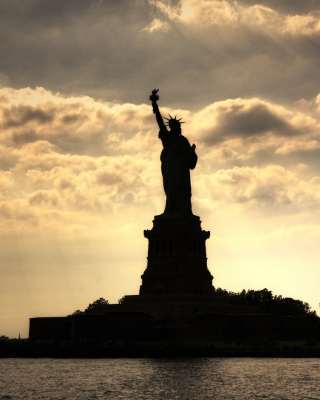 Statue Of Liberty In United States Of America Wallpaper for Nokia 5233