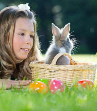 Kostenloses Girl And Fluffy Easter Rabbit Wallpaper für Nokia C1-01