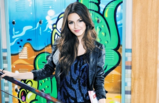 Victoria Justice Wallpaper for Desktop Netbook 1366x768 HD