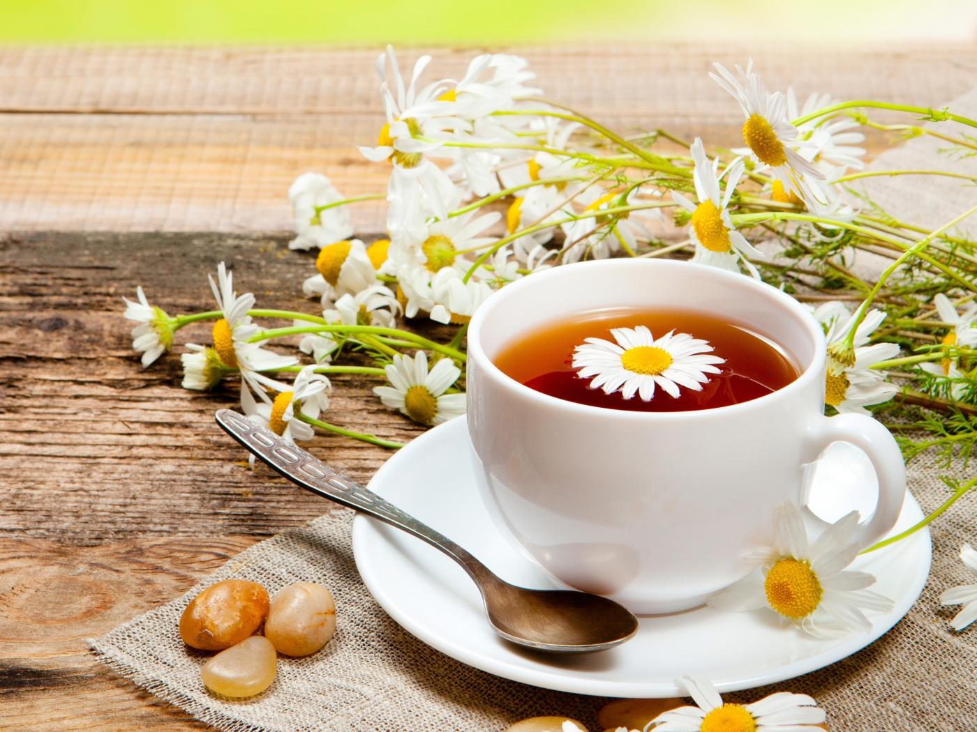 гладкий, фото чашечки кофе и ромашки на столе приди без макияжа