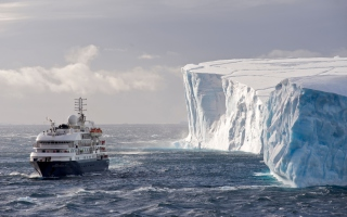 Free Antarctica Iceberg Ship Picture for Android, iPhone and iPad