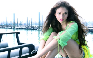 Free Aditi Rao Hydari Picture for Android, iPhone and iPad
