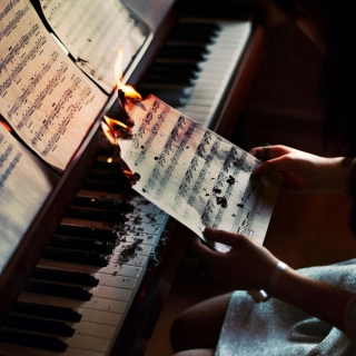 Sheet Music in Fire - Fondos de pantalla gratis para iPad 2