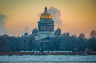 Saint Isaacs Cathedral in Saint Petersburg Background for 640x480