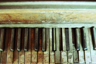 Free Old Piano Keyboard Picture for Android, iPhone and iPad