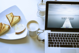 Free Apple - MacBook Pro Picture for HTC EVO 4G