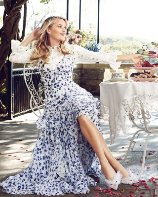 Reese Witherspoon Breakfast Background for 640x1136