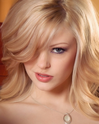 Blonde Model Background for Nokia 5800 XpressMusic