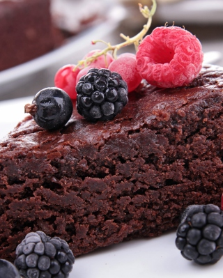 Berries On Chocolate Cake sfondi gratuiti per Samsung Dash