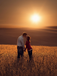 Screenshot №1 pro téma Couple Kissing In Field 240x320