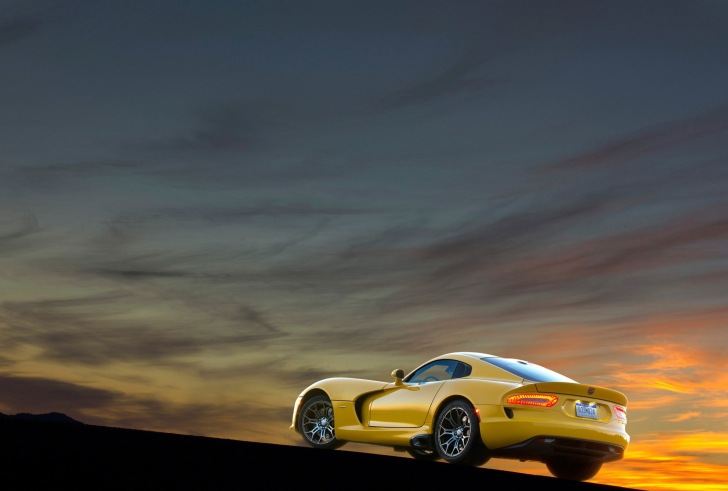 Обои Yellow SRT Viper Rear Angle