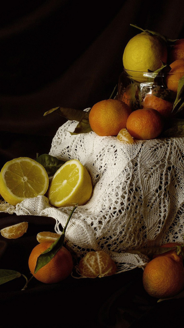 Fondo de pantalla Still Life with Fruit 640x1136