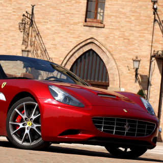 Free Ferrari California T Super Car Picture for iPad mini