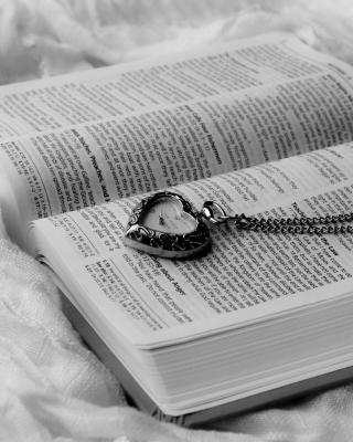 Bible And Vintage Heart-Shaped Watch - Obrázkek zdarma pro Nokia C1-00