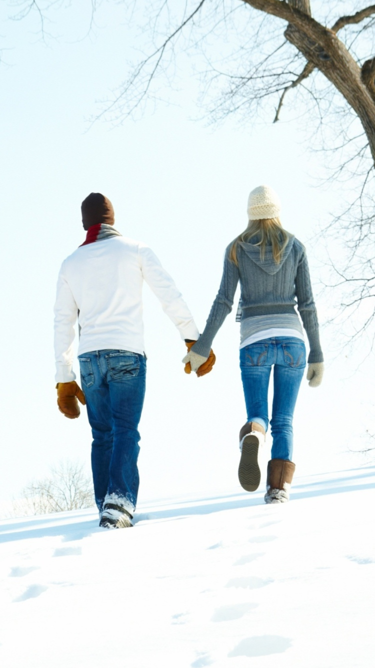 Screenshot №1 pro téma Romantic Walk Through The Snow 750x1334