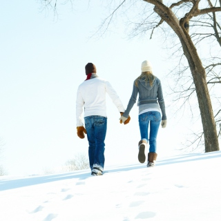 Kostenloses Romantic Walk Through The Snow Wallpaper für 1024x1024
