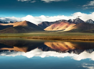 Free Mountain Picture for Sony Xperia Tablet S