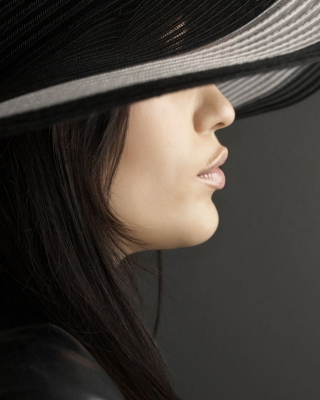 Woman in Black Hat Picture for 640x1136