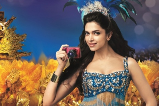 Deepika Padukone With Photo Camera - Obrázkek zdarma