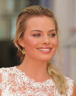 Kostenloses Margot Robbie Actress Wallpaper für Nokia Lumia 800