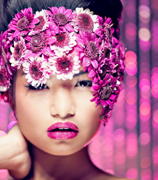 Asian Fashion Model With Pink Flower Wreath - Obrázkek zdarma pro 320x480