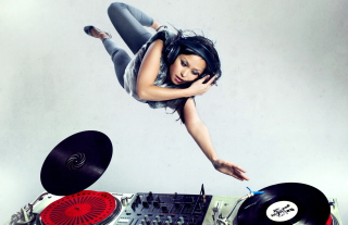Free Dj Girl Picture for Android, iPhone and iPad