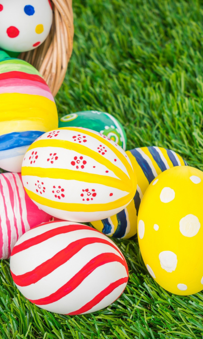 Das Easter Eggs and Nest Wallpaper 768x1280