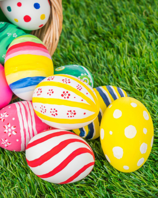 Kostenloses Easter Eggs and Nest Wallpaper für Nokia X7