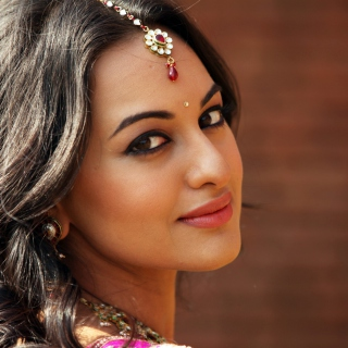 Sonakshi Sinha Picture for iPad 2